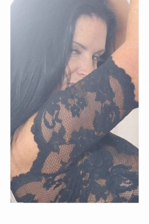 Adelisa escort girl