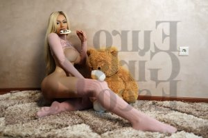 Fatma-zohra escort girl in Roswell