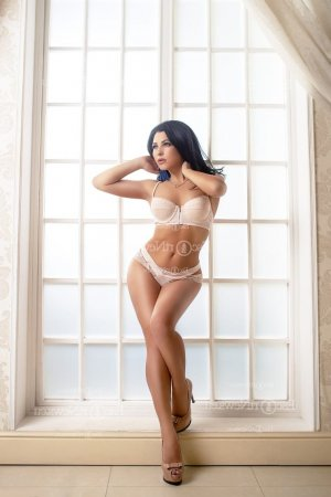 Cleia escort girl