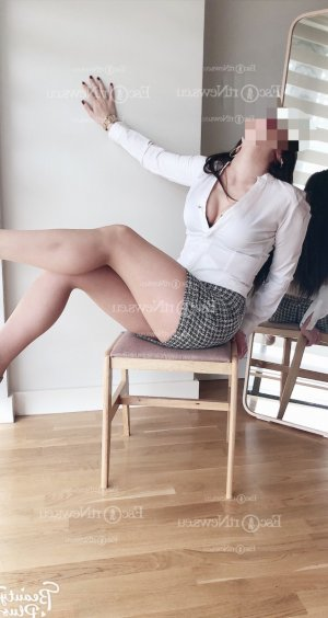 Linsey escorts in Woodridge